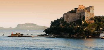 Estate 2018, dal Castello di Baia al Maschio Angioino, passando per San Domenico di Napoli: i professionisti di Timeline raccontano i luoghi inaccessibili della Campania