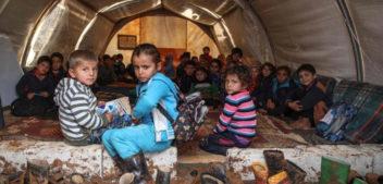 Siria, l'Unicef: decine di migliaia di bambini sfollati