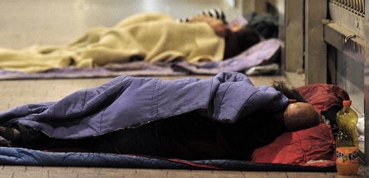 """""""Emergenza freddo: nasce un punto di raccolta di indumenti per i senzatetto ad opera dei ragazzi di Mezzocannone Occupato"""""""